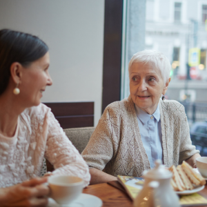 mom with dementia and daughter celebrating at lunch